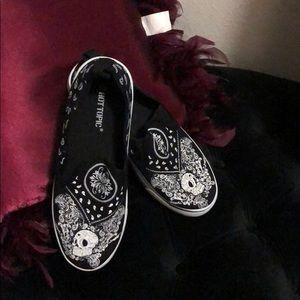 Adorable hot topic skeleton Paisley sneakers sz7-9
